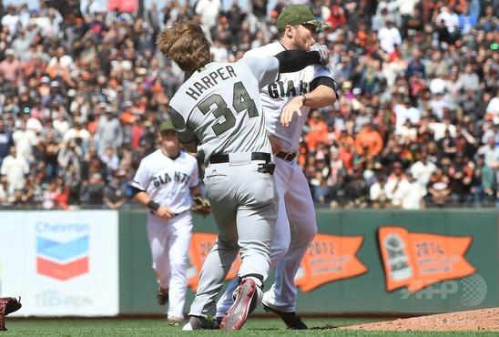 MLBは死球ぶつけた時に帽子取ると挑発に取られるらしいけどなら投手はどうしたらええの?