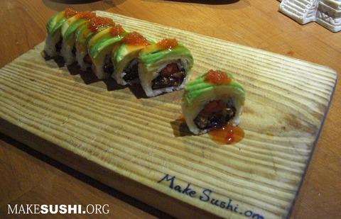 salmon-skin-sushi-roll-full-view