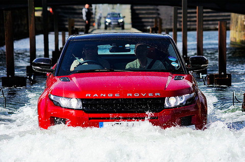 Range Rover Evoque-Red Collar