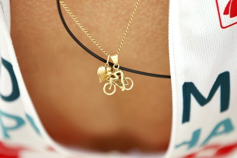 getty-cycling-fra-tdf-2010-feature-pendant