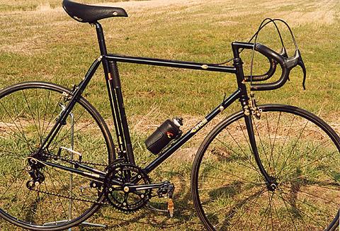 cinelli-golden-black-01