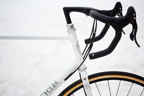 royal-h-cycles-white-cross-bike-4