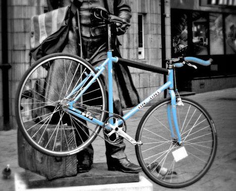 fixed-gear-bike-statue