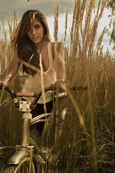 Sexy-Girls-Bikes-62