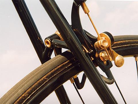 cinelli-golden-black-07