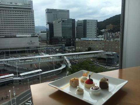 シェラトン広島の窓から広島駅を眺めて