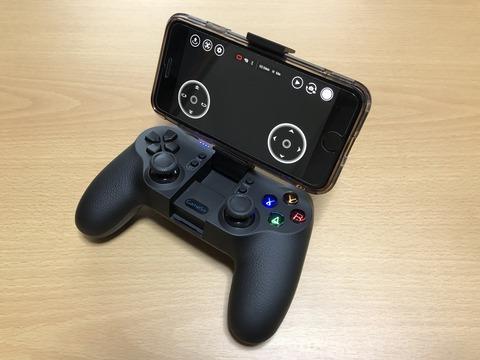 GameSir T1d コントローラーにiPhoneを取り付けた状態