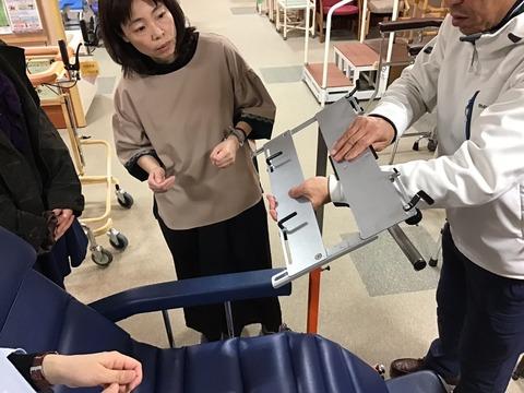 パソッテル用ノートパソコン台の広げ方01