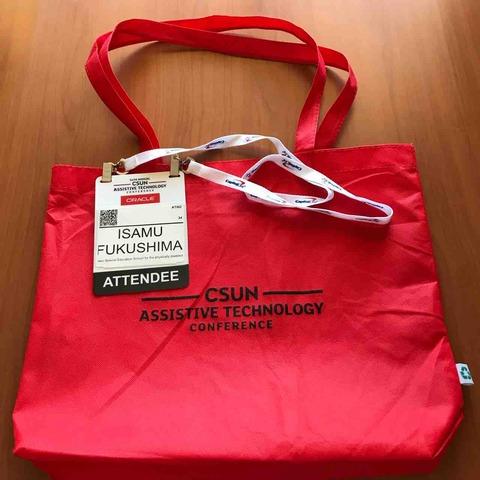 CSUN Conferenceで参加者に配られる紙製バッグと名札