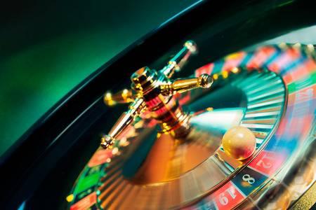 44405693-動きのカジノのルーレットの高コントラスト画像