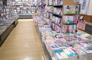【兵庫】書店の少女マンガコーナーで小1女児の尻を触った疑い、塾経営者の男(48)を逮捕