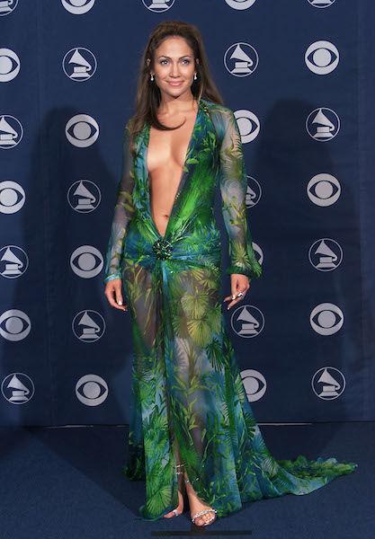 【芸能】<ジェニファー・ロペス>49歳で「半裸ドレス」を着こなす、プロポーションを保つ秘訣