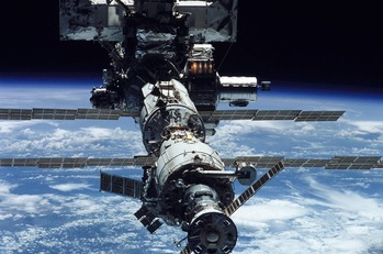 【宇宙】ステーションにドリルで開けたような穴が!犯人は誰だ?滞在者は、米国人3人とロシア人2人、ドイツ人1人  ロシアは米国陰謀説
