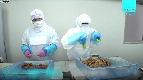 【AIロボ】黙々とから揚げ弁当を盛り付ける人型ロボット登場 1時間に600食 1体価格従業員2人分の年収