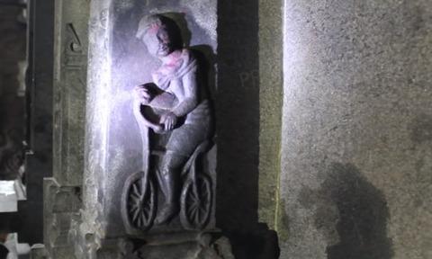 【超速報】 2千年前建築のインドの寺院で、自転車に乗るオッサンのレリーフが発見される(画像あり)