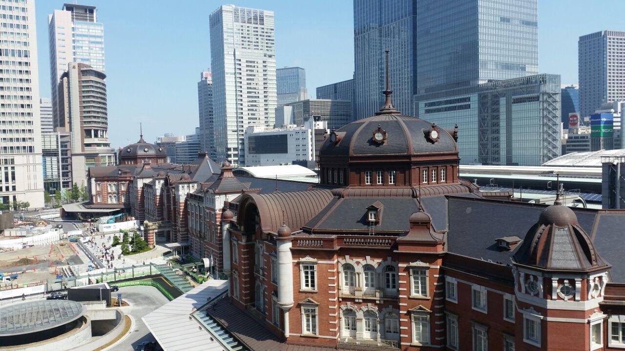 東京駅、下から見るか?上から見...