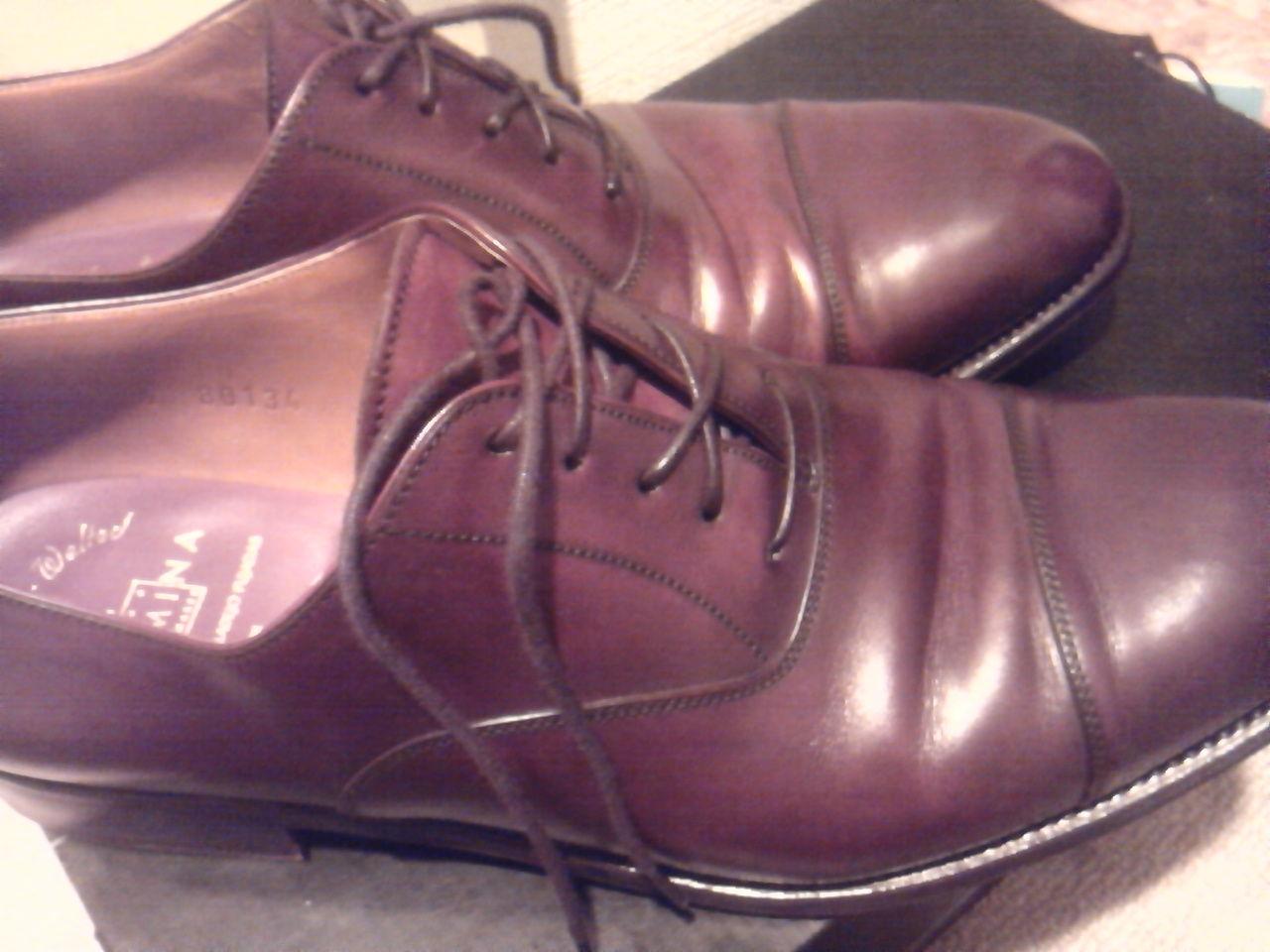一方、この靴は横幅が最後まで合いませんでした。 初めからかなり横幅がせまく感じていましたが、履いている内に伸びてジャストフィットになるであろうと、買った当初