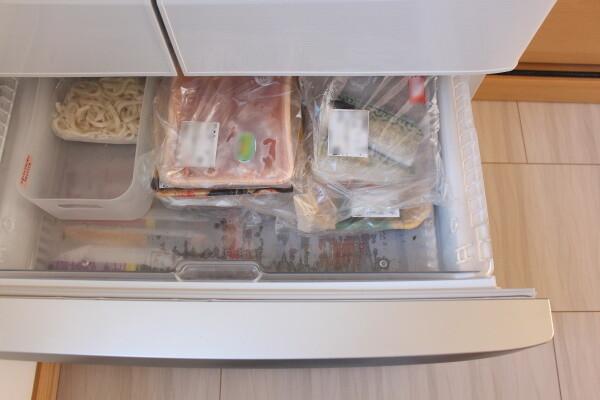 20200414_4_まとめ買い後の冷蔵庫収納_冷凍室2