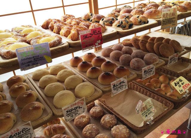 丹波篠山の道の駅 丹波おばあちゃんの里 で 黒豆パンと新鮮野菜