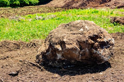 201806掘り起こした岩