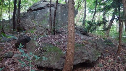 ワイナリー巨石1