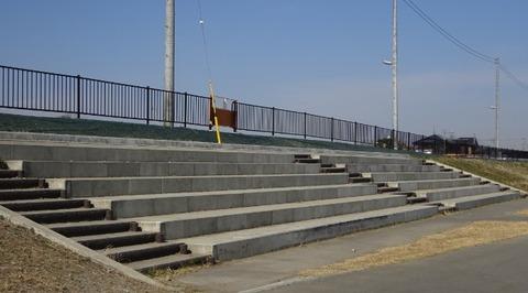 国分川調整池緑地の多目的広場2