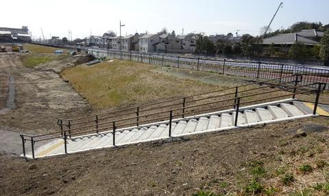 国分川調整池緑地休息広場の階段