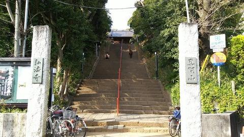 真間山弘法寺入口
