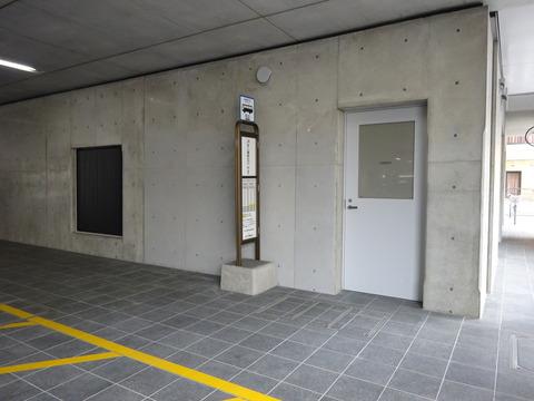 市川市役所仮本庁舎のバス停