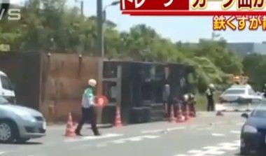 トラック横転/市川市