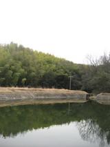 こんな山の中にため池