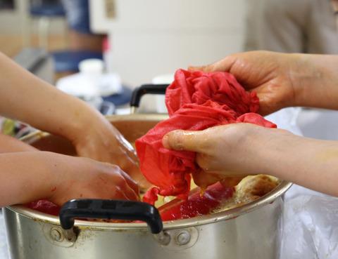 紅花染め体験とシュシュと風呂敷で浴衣に似合う手提げポーチを作りました!