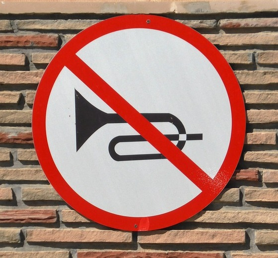 クラクション禁止の標識-1684492_640