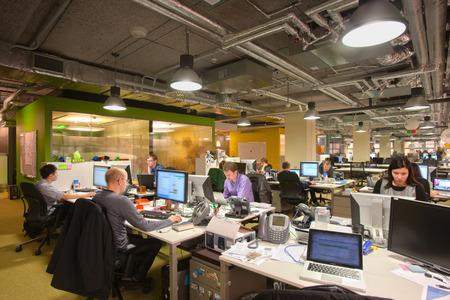 人手不足が続くIT業界、エンジニアのモチベーションを高める職場にするにはどうしたらいい?