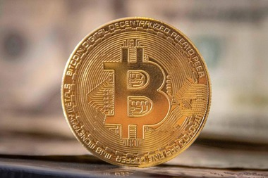 bitcoin-play-8997735