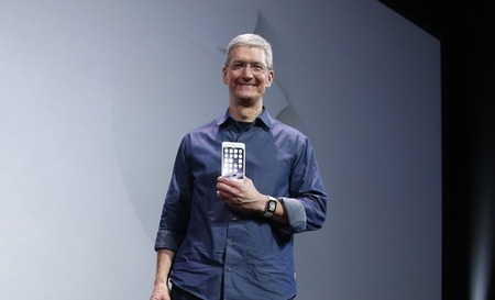 tim-cook-victorious-iphone-61