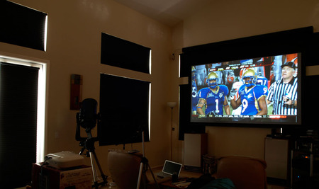 HC1080UB_hdtv_football1_room_closedLg1