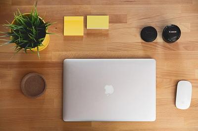 apple-camera-lens-computer-desk