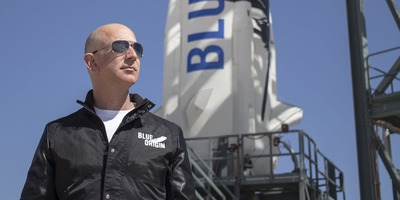 jeff-bezos-at-the-launch-pad