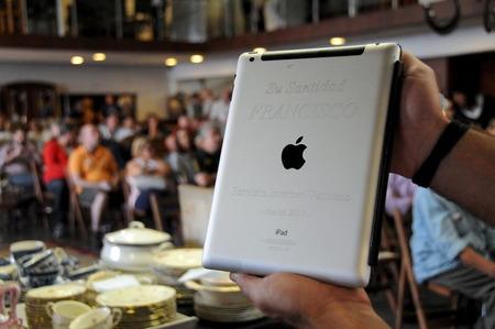 ローマ法王が愛用した「iPad」がオークションに出品され、363万円で落札