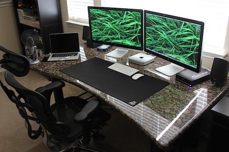 mac-mini-thunderbolt-displays-full-desk