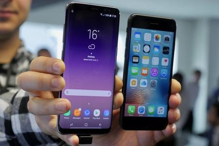 samsung-galaxy-s8-vs-apple-iphone-7-comparison---12
