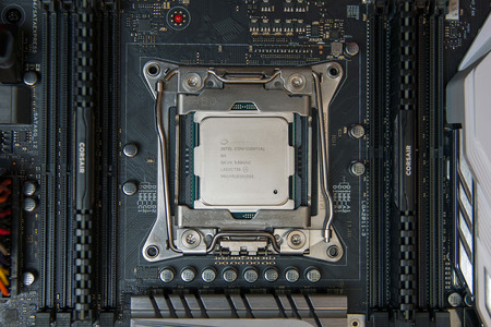 intel-core-i7-6950x-installed2-1500x1000