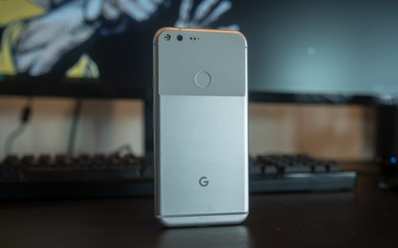 google-pixel-xl-initial-review-aa-41-of-48-back-featured-840x560