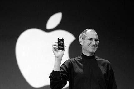 steve-jobs-original-iphone-apple-sign