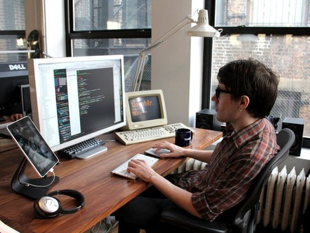developer-working-ipad-tumblr