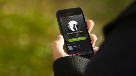 iphone-artist-outdoor-spotify