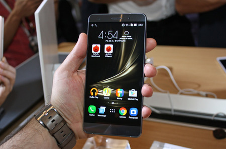 ASUS-Zenfone-3-Deluxe-ZS570KL-our-first-contact