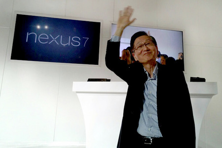 Jonney-Shih-ASUS-Chairman-with-Nexus-7-650