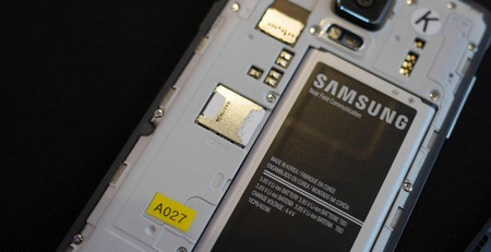 samsung-galaxy-note-4-battery-sd-card-aa-3